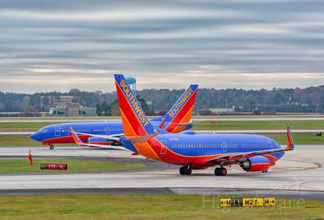 Boeing 737-700 (N7750A) - Duet!