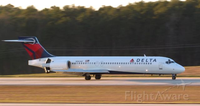 Boeing 717-200 (N969AT) - A Delta Boeing 717-200 landing at Raleigh-Durham Intl. Airport. This was taken from the observation deck on January 17, 2016 at 4:56 PM. This is flight 1875 from MCO.