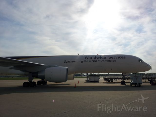Boeing 757-200 (N419UP)