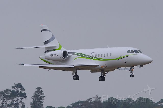 Dassault Falcon 2000 (N888NA) - ILS 25R.