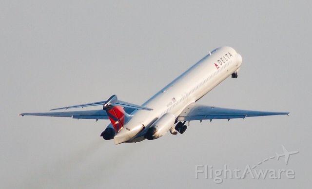 McDonnell Douglas MD-88 (N999DN) - A smokey takeoff.