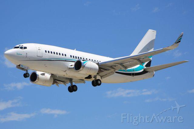 Boeing 737-500 (N732KA)