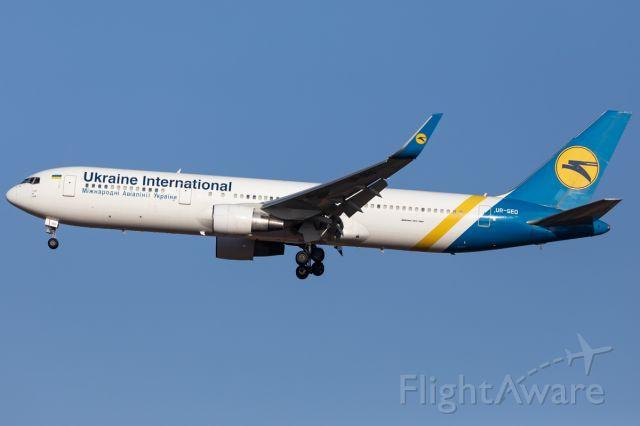 BOEING 767-300 (UR-GED)