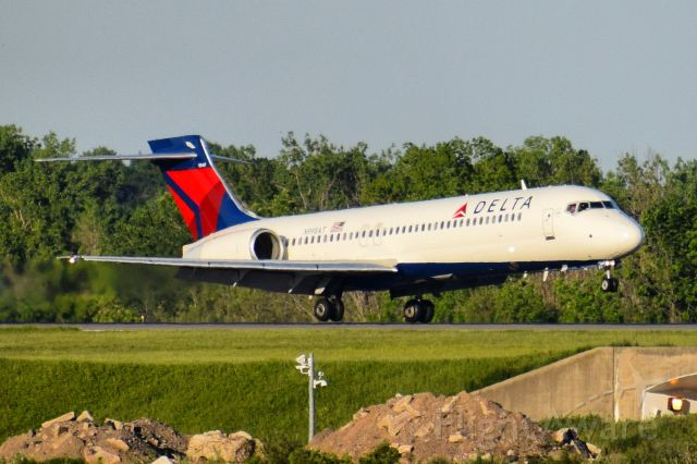 Boeing 717-200 (N998AT) - DL665 arriving into Buffalo (BUF) from Atlanta (ATL)
