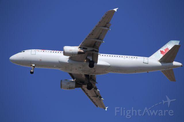 Airbus A320 (C-FDQV)