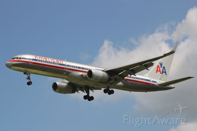 Boeing 757-200 (N694AN)
