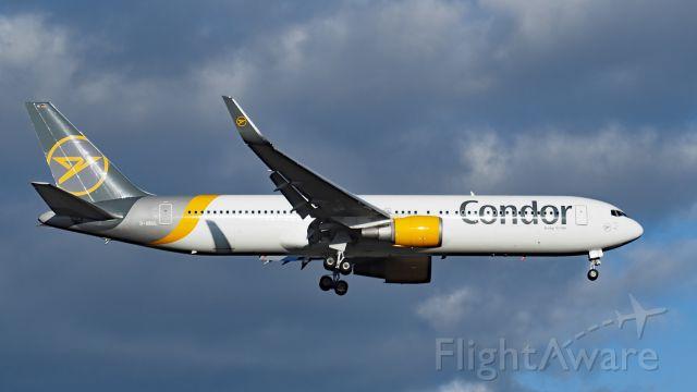 BOEING 767-300 (D-ABUL) - Boeing 767-300, msn 25170, ln 542. Condor D-ABUL final rwy 21 YPPH 290320.