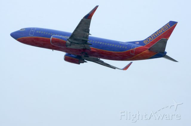 Boeing 737-700 (N644SW) - Taking off as the snow snow starts on RWY 1