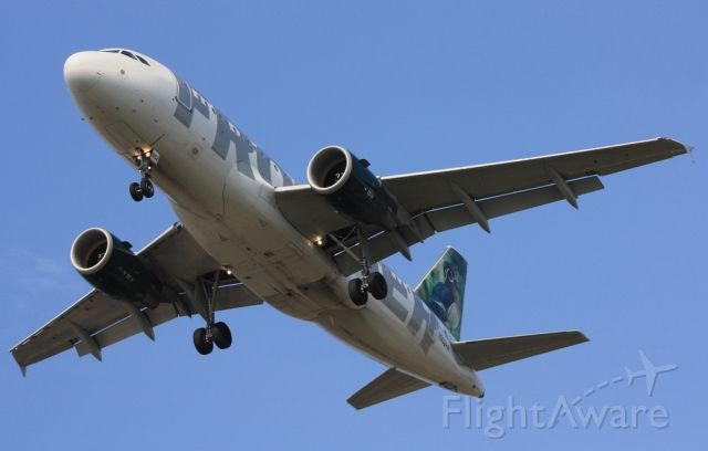 """Airbus A319 (N902FR) - """"Woody"""" the Wood Duck on final, runway 27R from Denver as FFT448"""