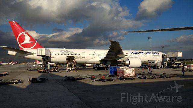 Boeing 777-200 — - Boeing 777-300ER