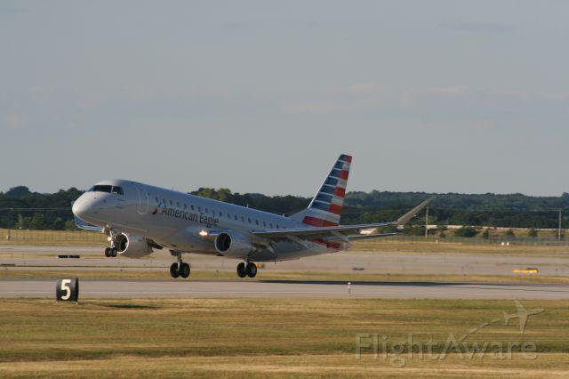 Embraer 170/175 (N224NN)