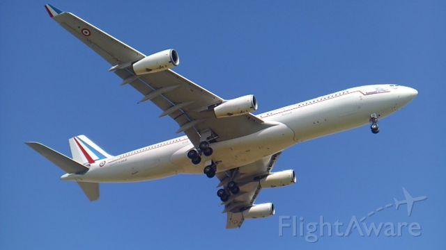 Airbus A340-200 (F-RAJB) - Magnifique Touch & Go de lAirbus A340-212 de la République Française (Présidentiel) (Partie 4) à Vatry