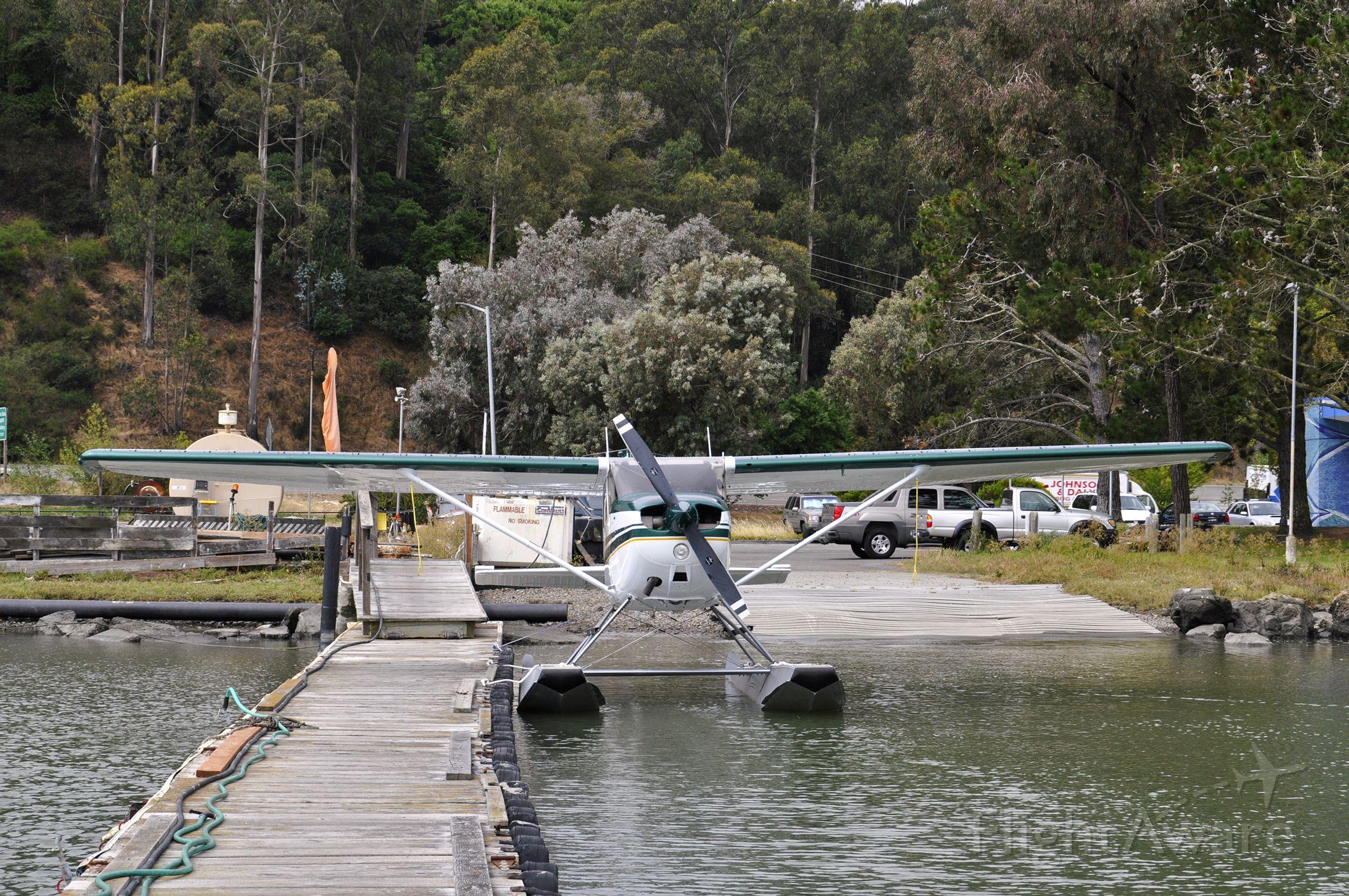 Cessna Skyhawk (N461BD) - San Francisco Seaplane Tours Inc - Cessna 172N Skyhawk 100 N461BD in Sausalito