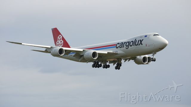 BOEING 747-8 (LX-VCD) - BOE504 - CARGOLUX B747-8F on final approach to runway 16R. Photographed 10/10/11.