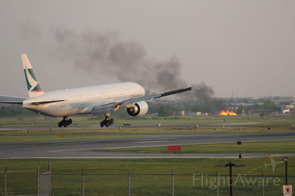 BOEING 777-300 (B-KQE) - Training fire!