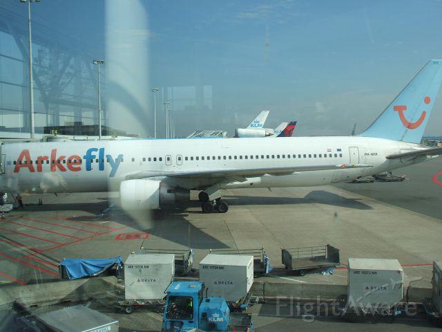 BOEING 767-300 (TFL318) - Schiphol sept 26 2011