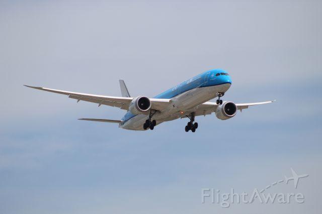 BOEING 787-10 Dreamliner (PH-BKC) - KLM611 from Amsterdam on 7/14/20. Landing on runway 28C.