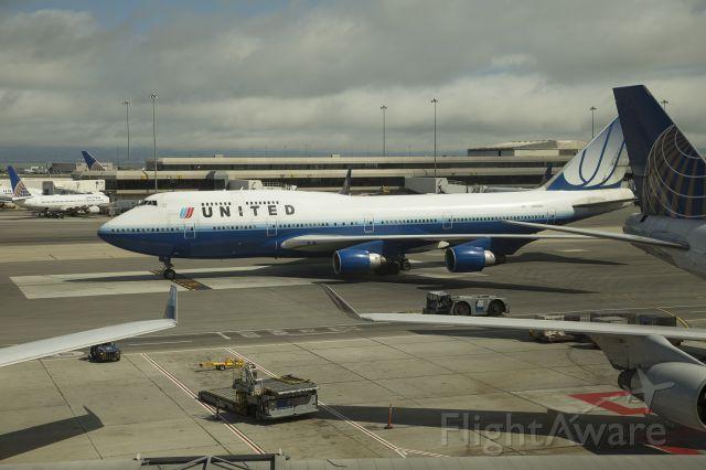 Boeing 747-200 (N12QUA)