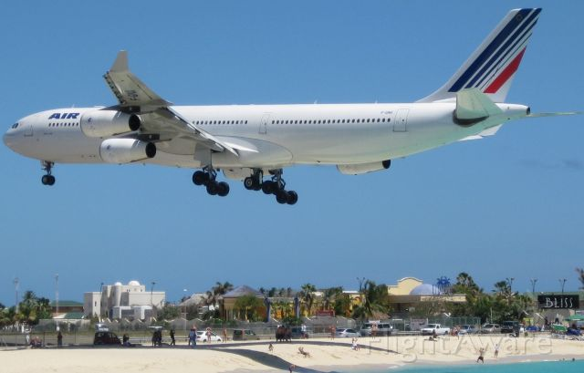 F-GNII — - April 2009 On Time Air France Orly to St. Maarten