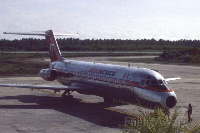 McDonnell Douglas DC-9-30 (XA-IOV) - October 1979 at Zihuatanejo (MMZH)