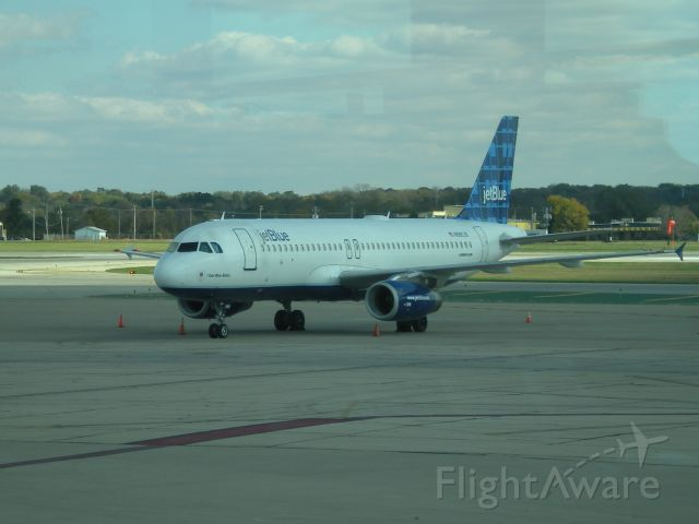 Airbus A320 (N585JB) - Operating charter for University of Buffalo football team playing at Northern Illinois University.