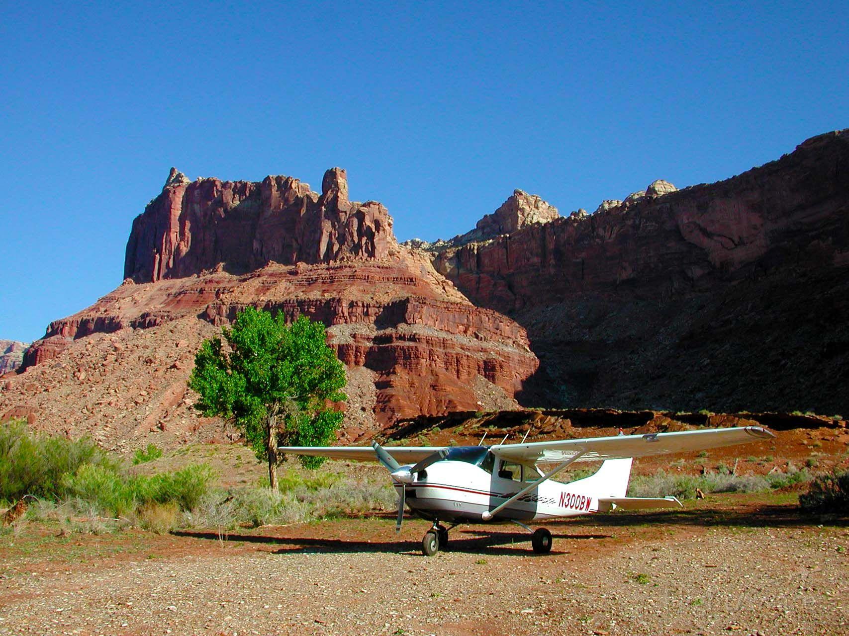 Cessna Skylane (N300BW) - Mexican Mountain Airstrip, Utah