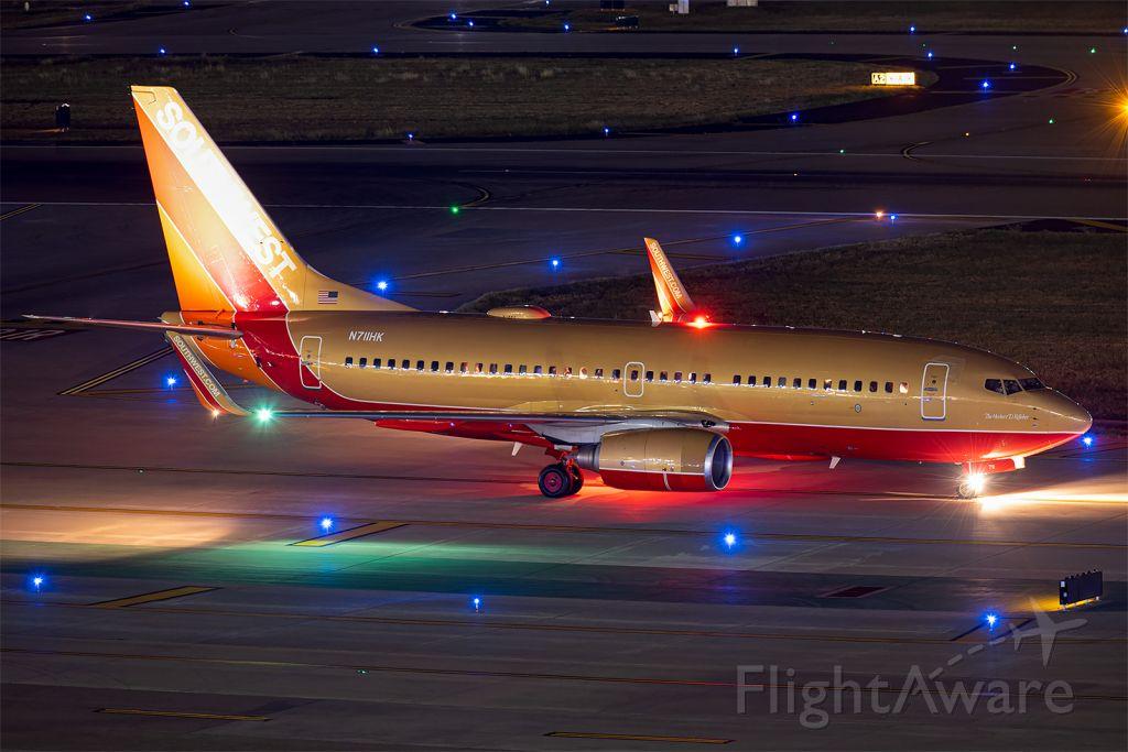 Boeing 737-700 (N711HK)