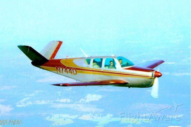 Beechcraft 35 Bonanza (N744D)