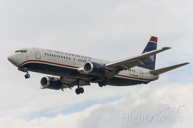 Boeing 737-700 (N454UW)