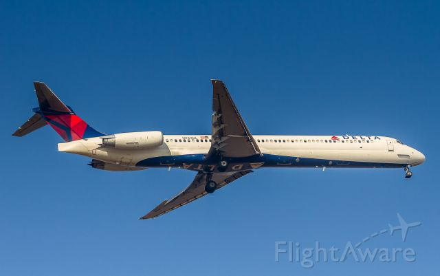 McDonnell Douglas MD-88 (N984DL) - First pass at the landing resulted in a go-around for this Delta MD88, too high on the approach.