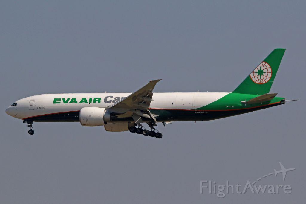 Boeing 777-200 (B-16782)