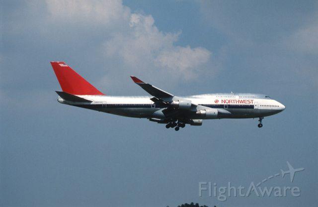 Boeing 747-400 (N662US) - Short Final at Narita Intl Airport Rwy16 on 1989/07/23