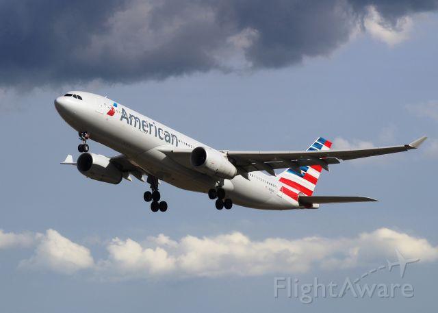 Airbus A330-300 (N283AY)