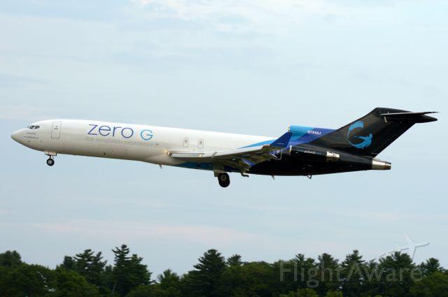 BOEING 727-200 (N794AJ) - Boeing 794 Alpha Juliet Zero G 727 inbound 34 at pease