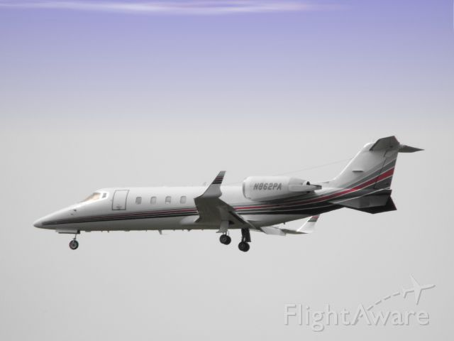 Learjet 60 (N862PA) - This Twin Engine Business Jet is seen here on approach in the Sping of 2012.