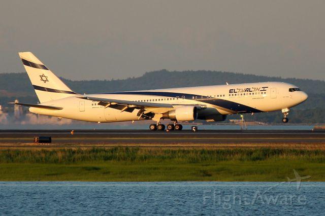 BOEING 767-300 (4X-EAJ) - El Al 15 from Tel Aviv arriving at 5:30 am on 33L