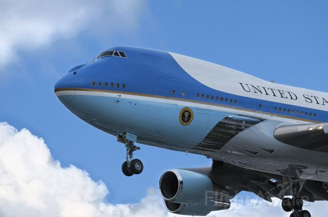N28000 — - President Barak Obama arrives at the Los Angeles International Airport, LAX, February 15, 2012