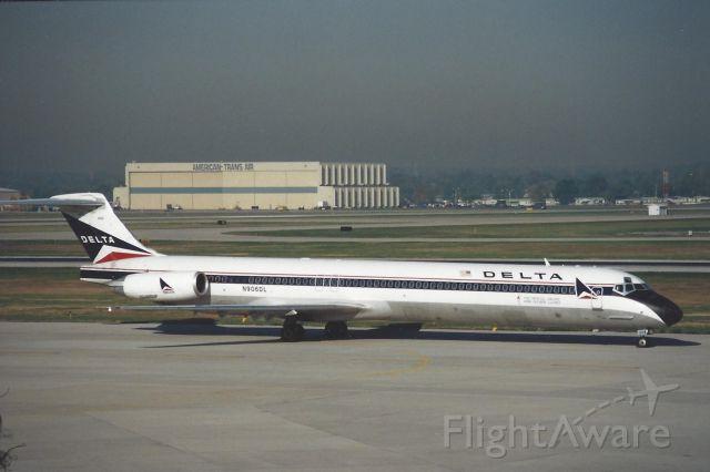McDonnell Douglas MD-88 (N906DL)