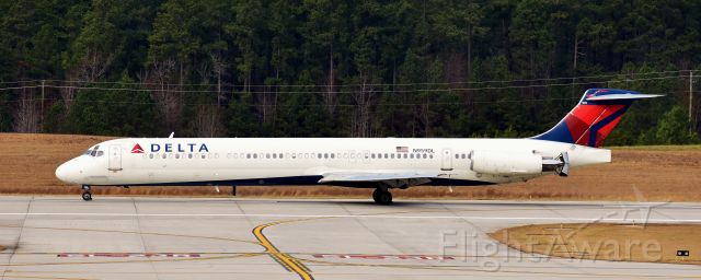 McDonnell Douglas MD-88 (N959DL) - From the RDU observation deck, 12/23/17.