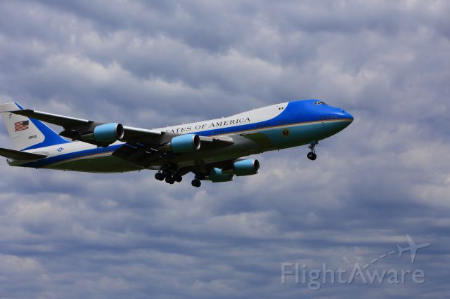 — — - Air Force One Landing at KBIS on June 13th 2014 on approach to runway 13.