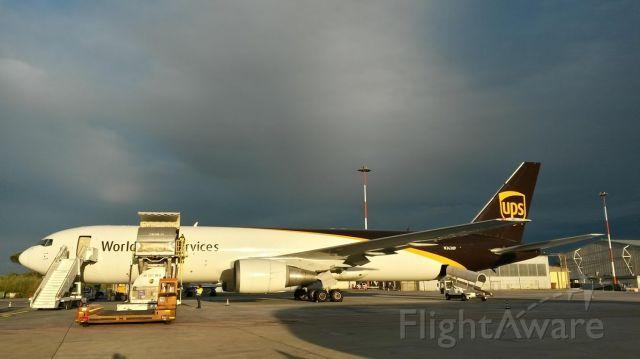 BOEING 767-300 (N363UP)