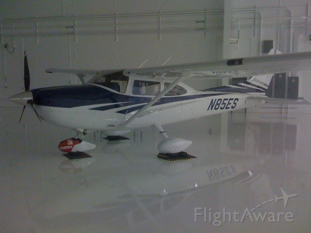 N85ES — - 2006 Turbo Cessna 182T, G1000 in the 65,000 square foot hangar where it is kept.