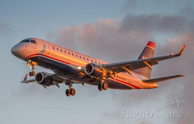 Embraer 170/175 (N113HQ)