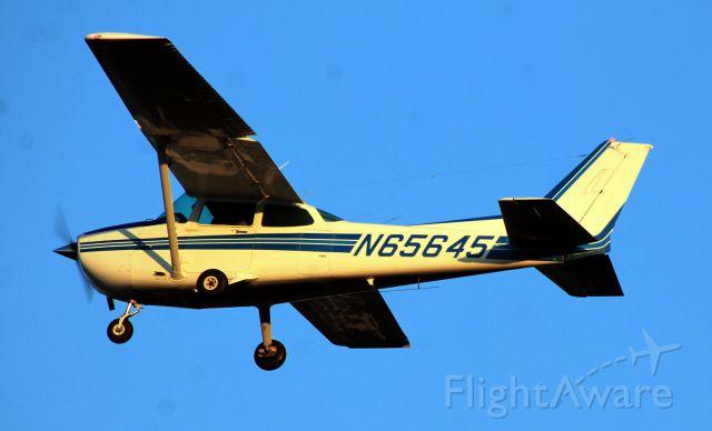 Cessna Skyhawk (N65645) - Taken on Tuesday, October 29, 2013.