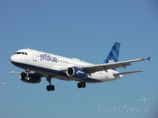 Airbus A320 (N613JB) - Landing RWY 30