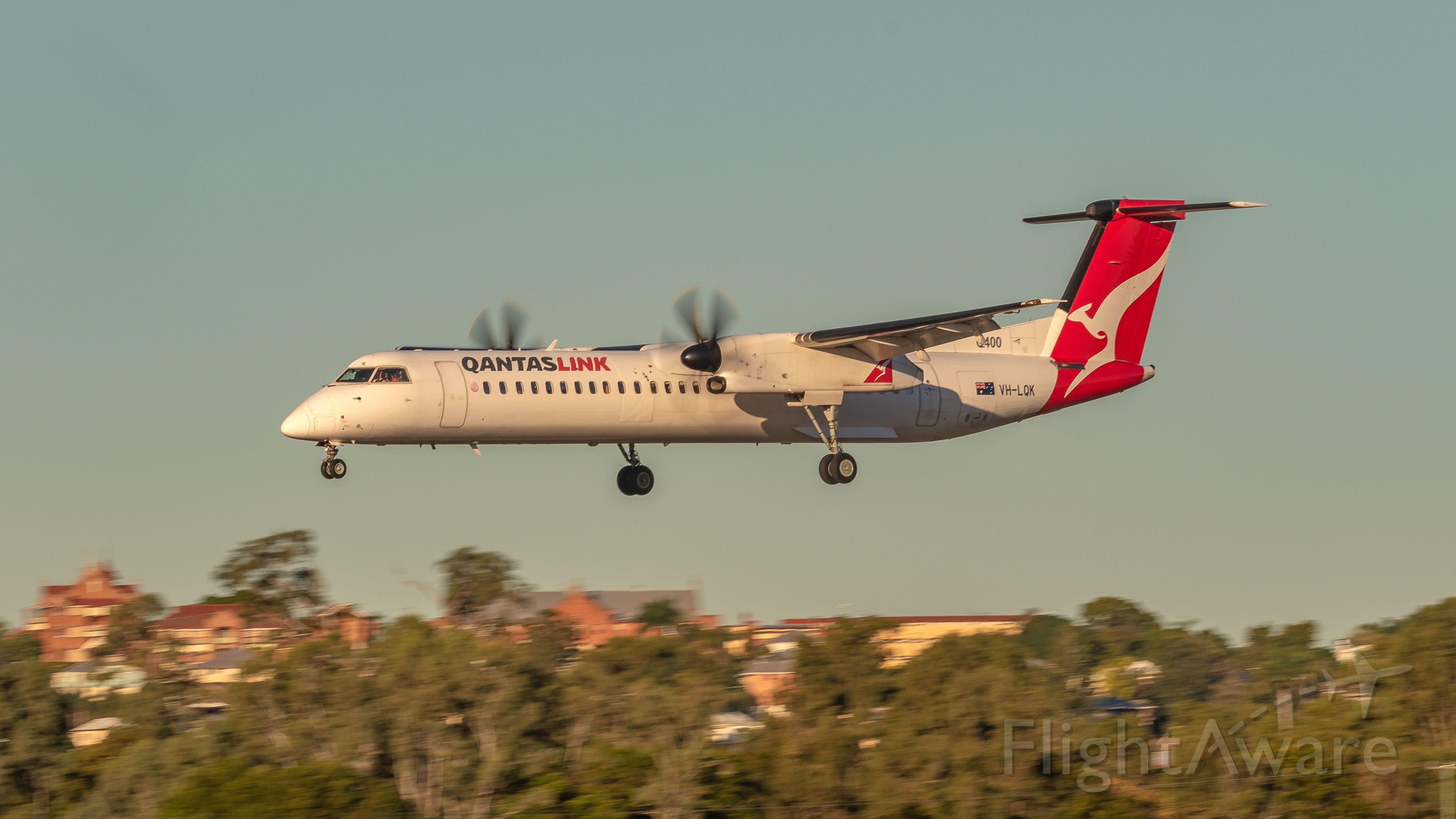 de Havilland Dash 8-400 (VH-LQK)