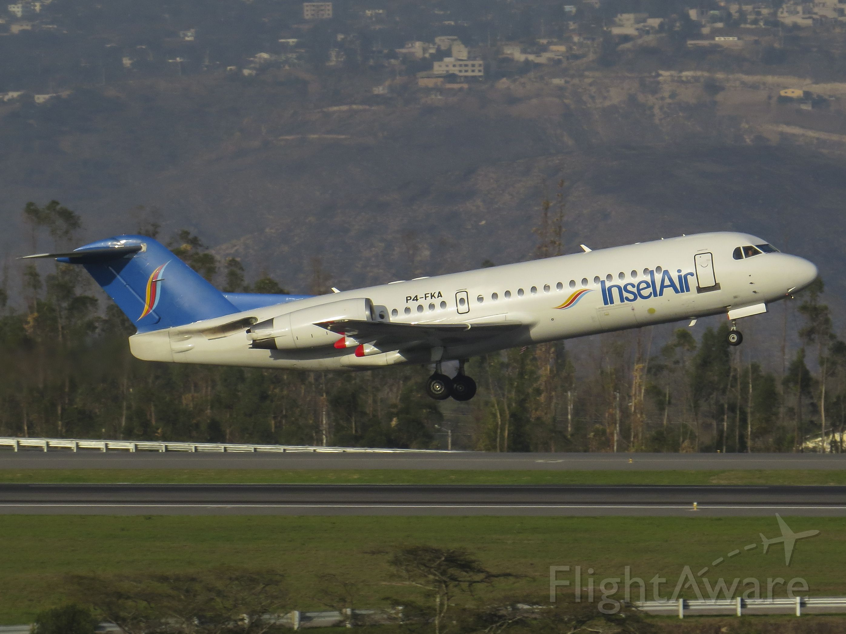 Fokker 70 (P4-FKA) - First flight of this airline to Quito