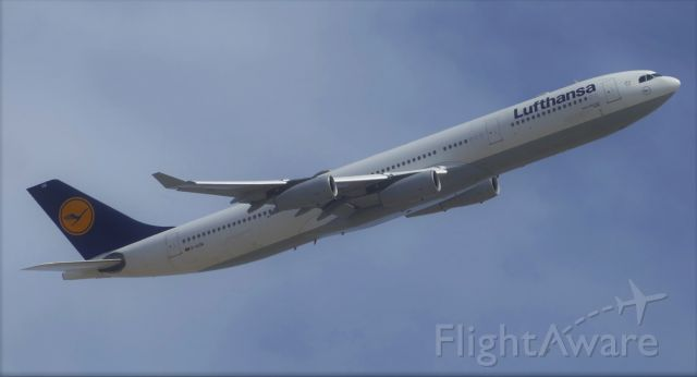 Airbus A340-300 (D-AIGM) - On banking RW13
