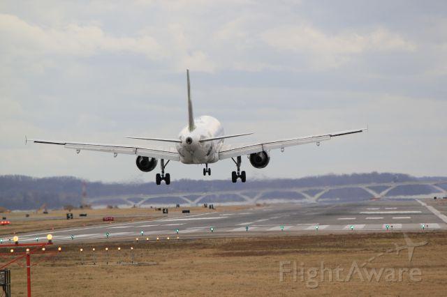 Airbus A319 (N932FR) - Runway 19