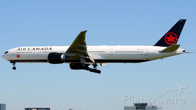 Boeing 777 (C-FIUV)